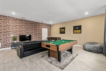 810 - LUXURY THEMED 🏡 with Gameroom, private pool, Cinema,